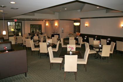 Family Dining   Clarion Inn & Suites Conference Center
