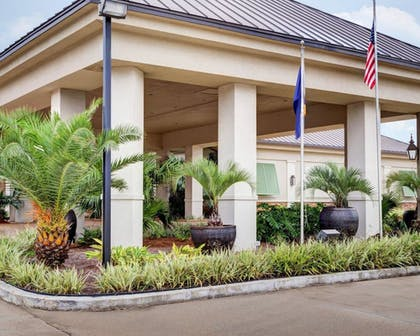 Exterior   Clarion Inn & Suites Conference Center