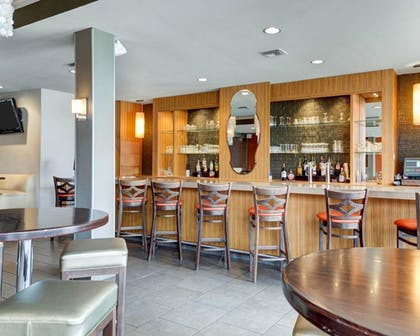 Hotel Bar   Clarion Inn & Suites Conference Center