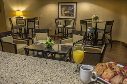 Breakfast Area | Holiday Inn Knoxville Downtown