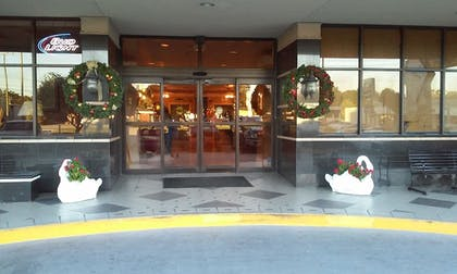 Hotel Entrance | Imperial Swan Hotel & Suites