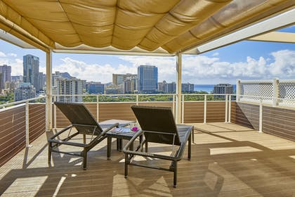 Terrace/Patio | DoubleTree by Hilton Hotel Alana - Waikiki Beach