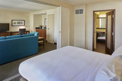 | Alana Suite City Mountain View 2 Queen beds - Sofabed  | DoubleTree by Hilton Hotel Alana - Waikiki Beach