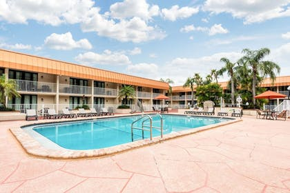 Outdoor Pool | Quality Inn & Suites Tarpon Springs South