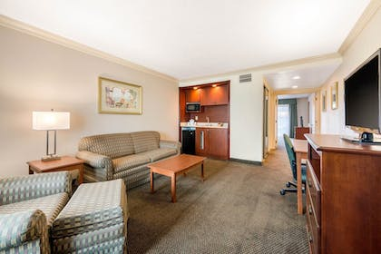 Living Room | Quality Inn & Suites Tarpon Springs South