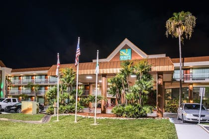 Hotel Front - Evening/Night | Quality Inn & Suites Tarpon Springs South