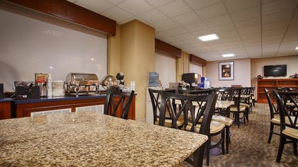 Breakfast Area | Best Western Potomac Mills