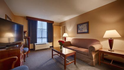 Living Area | Best Western Potomac Mills