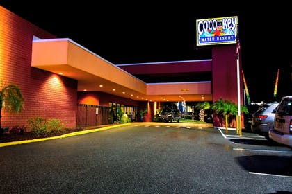 Hotel Front - Evening/Night | CoCo Key Hotel and Water Resort-Orlando