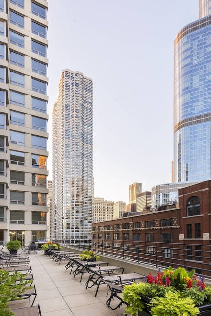 Sundeck | Courtyard by Marriott Chicago Downtown River North