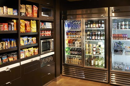 Snack Bar | Courtyard by Marriott Chicago Downtown River North