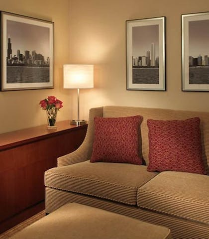 Living Area | Courtyard by Marriott Chicago Downtown River North