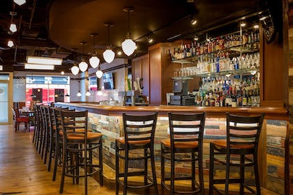 Hotel Bar | Courtyard by Marriott Chicago Downtown River North