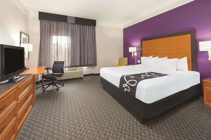 Guestroom | La Quinta Inn by Wyndham and Conference Center San Angelo