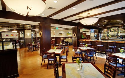 Hotel Lounge | DoubleTree by Hilton Hotel Annapolis