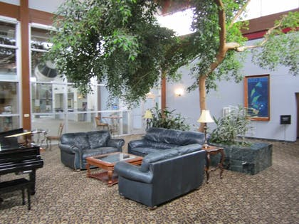 Lobby Sitting Area | Atrium Hotel and Conference Center