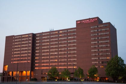 Hotel Front - Evening/Night | Crowne Plaza Aire MSP Airport - Mall of America