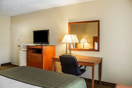 Living Room   Quality Inn & Suites Conference Center Wilkes Barre