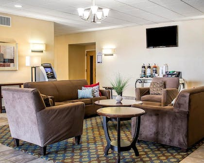 Lobby   Quality Inn & Suites Conference Center Wilkes Barre
