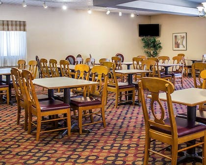 Breakfast Area   Quality Inn & Suites Conference Center Wilkes Barre
