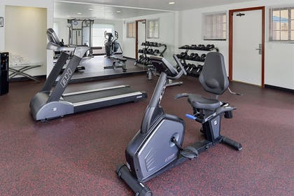 Fitness Studio | Best Western Plus Raffles Inn & Suites