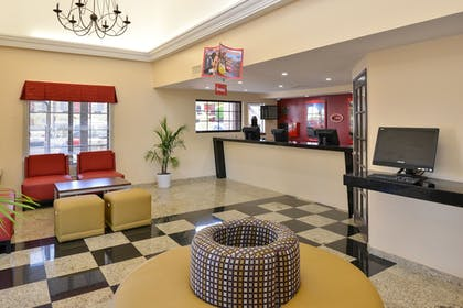 Lobby Sitting Area | Best Western Plus Raffles Inn & Suites