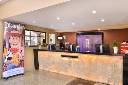 Lobby | Best Western Plus Raffles Inn & Suites
