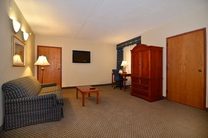Living Room | Best Western Plus Tacoma Dome Hotel