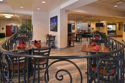 Breakfast Area | Best Western Plus Tacoma Dome Hotel