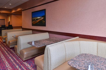 Hotel Lounge | Best Western Plus Tacoma Dome Hotel