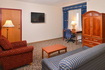 Living Area | Best Western Plus Tacoma Dome Hotel