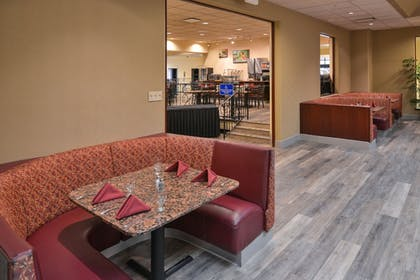 Restaurant | Best Western Plus Tacoma Dome Hotel