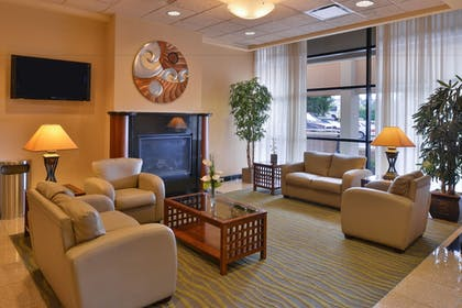 Lobby Sitting Area | Best Western Plus Tacoma Dome Hotel