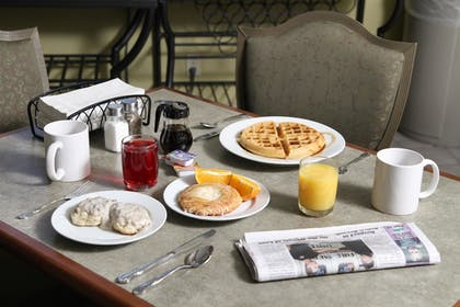 Breakfast Area | Best Western Inn At The Rogue