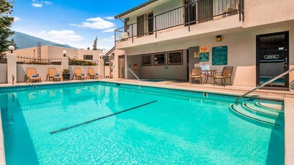 Pool | Best Western Inn At The Rogue