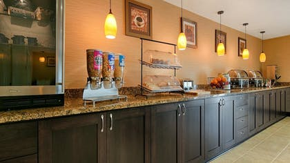Breakfast Area | Best Western Grand Manor Inn