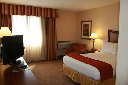 Guestroom | Holiday Inn Express Milwaukee-West Medical Center