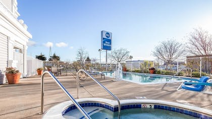 Outdoor Pool | Best Western John Jay Inn