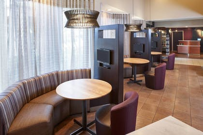 Lobby Lounge | Courtyard Miami Lakes by Marriott