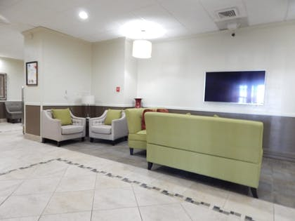 Lobby Lounge | Best Western Plus Lawton Hotel & Convention Center