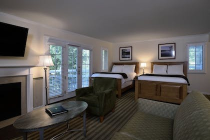 Guestroom | The Spa at Norwich Inn