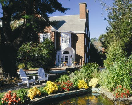 Property Grounds | The Spa at Norwich Inn