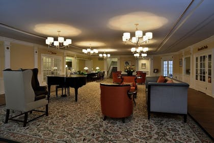 Lobby Sitting Area | The Spa at Norwich Inn