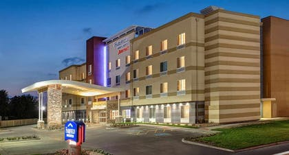 Hotel Front - Evening/Night   Fairfield Inn and Suites by Marriott Batesville