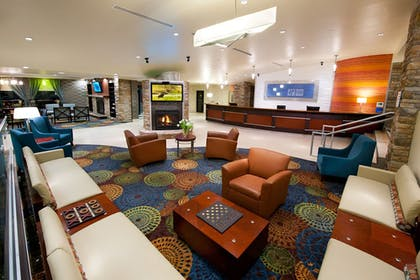Lobby | Holiday Inn Express & Suites Pittsburgh West - Greentree