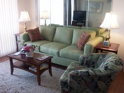 Living Room | Hilton Head Island Beach & Tennis Resort