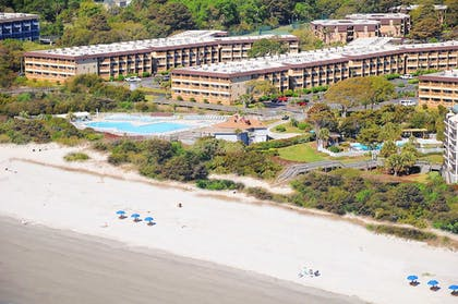 Hotel Front | Hilton Head Island Beach & Tennis Resort