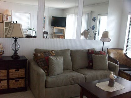Living Area | Hilton Head Island Beach & Tennis Resort