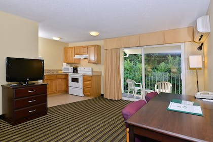 In-Room Kitchenette | Quality Inn And Suites Vancouver