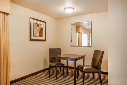 Room | Quality Inn And Suites Vancouver